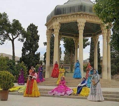 هرباغبان که گل به سوی برزن آورد/ شیراز را دوباره به یاد من آورد